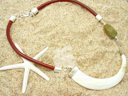 Serengueti. Collar navaja de jabalí y Aguamarina