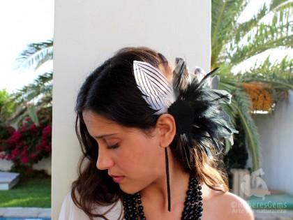 Montana. Ear Cuff  con Pluma Negra y Blanca