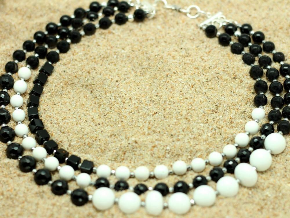669e99f47958 Collar de Ónix y Ágata blanca ...
