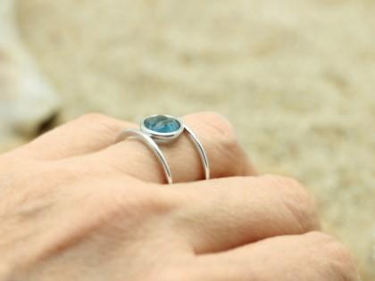 Céfiro. Anillo hilo plata y circonita azul. T15/16