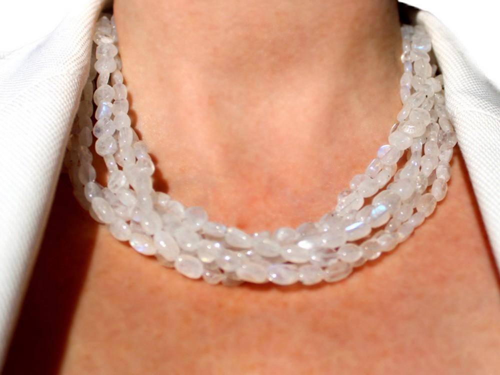 c47b35f79ce3 Collar de Piedra de Luna y plata con siete hilos. Cool Gems.